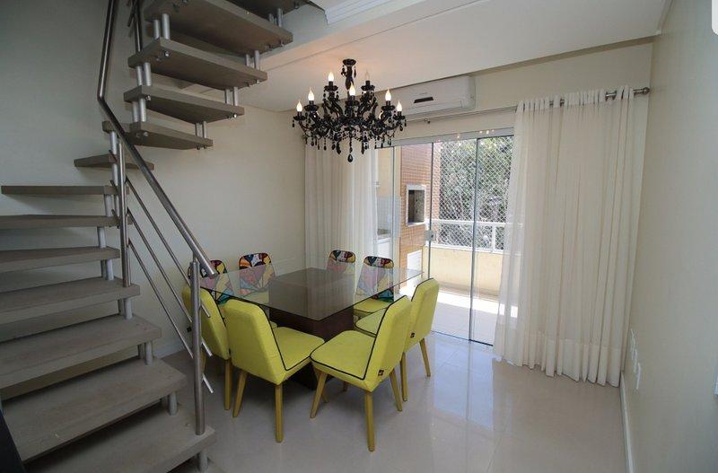 Linda e Confortável Cobertura, holiday rental in Bombinhas