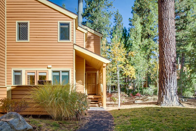 Stylish townhome w/ deck & shared hot tub - walk to private beaches, near skiing, vacation rental in New Washoe City