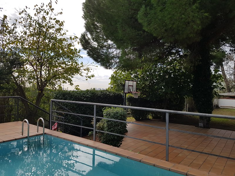 Quiet house in Barcelona, vacation rental in Alella