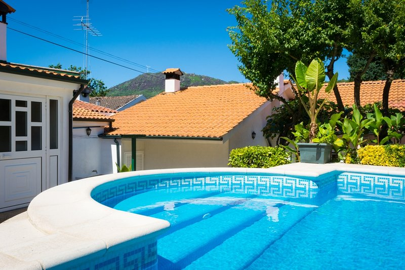 Big villa with swimming-pool & Wifi, location de vacances à Vila Pouca de Aguiar