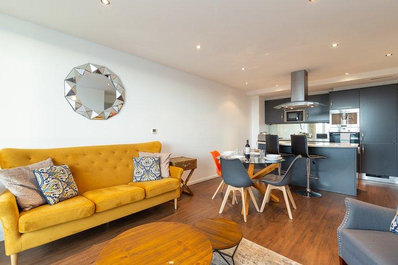 Kenny Apt. by Austin David Apartments, holiday rental in Stratford City