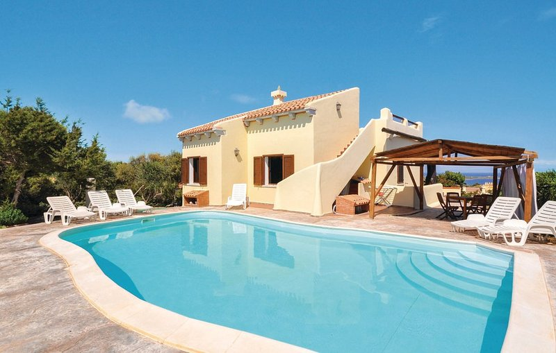 Natalia villa with private pool in residence in Stintino, vacation rental in Stintino