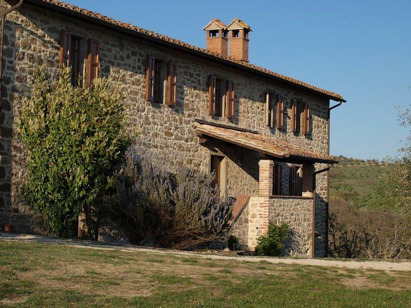 Bellaterra - Umbria beautiful stand alone villa - farm house, casa vacanza a Passignano Sul Trasimeno