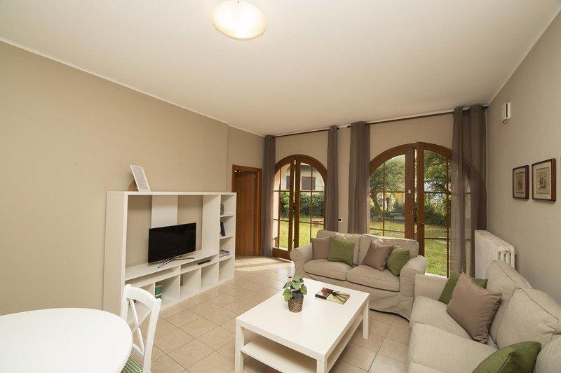 Casa dei Brenta Garden, San Fedele Intelvi, Lago di Como, appartamento con, vacation rental in Province of Como