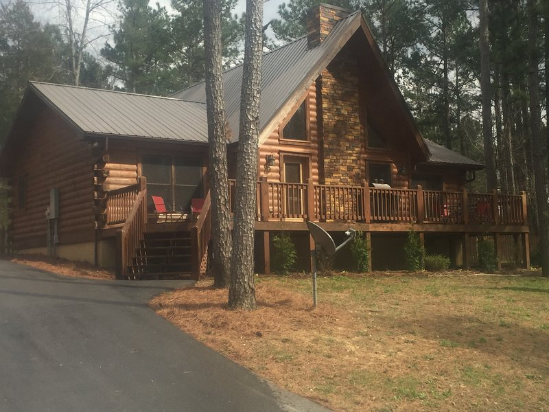 Swiftwater Secluded Log Cabin