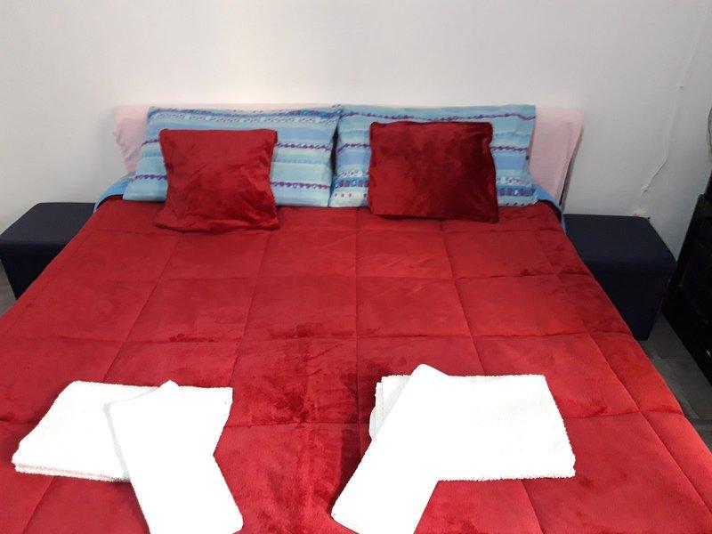 1 room комната GARIBALDI, holiday rental in Fuorigrotta