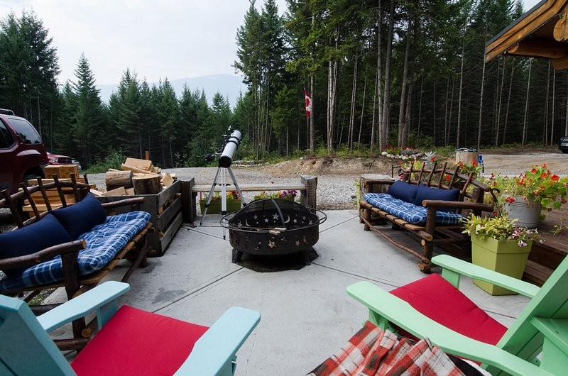 Outdoor fire pit is a great place to star gaze
