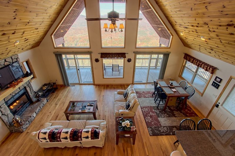 The Blue Ridge Mountain Top Cabin, holiday rental in Marble