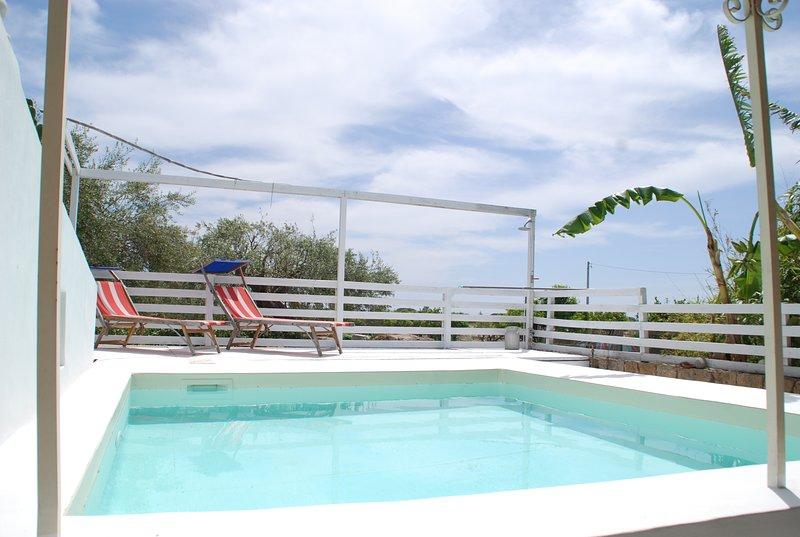 Big villa with swimming-pool & Wifi, holiday rental in Villasmundo