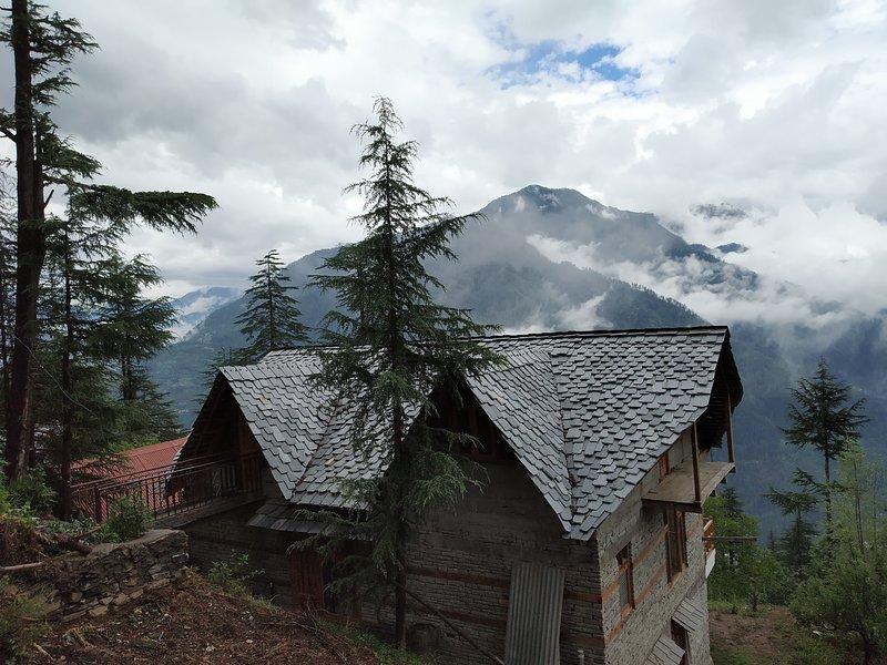 Ishan log huts, location de vacances à Mandi District