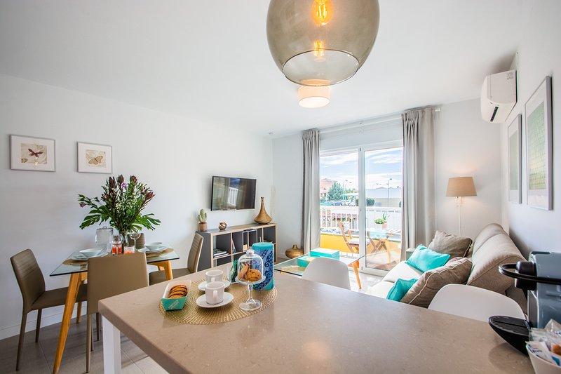 Espectacular apartamento en pleno centro de la Cala y a 50 metros de la playa., holiday rental in La Cala de Mijas