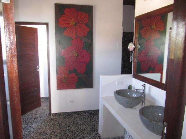 in suite bathroom bedroom no2 XL italian shower