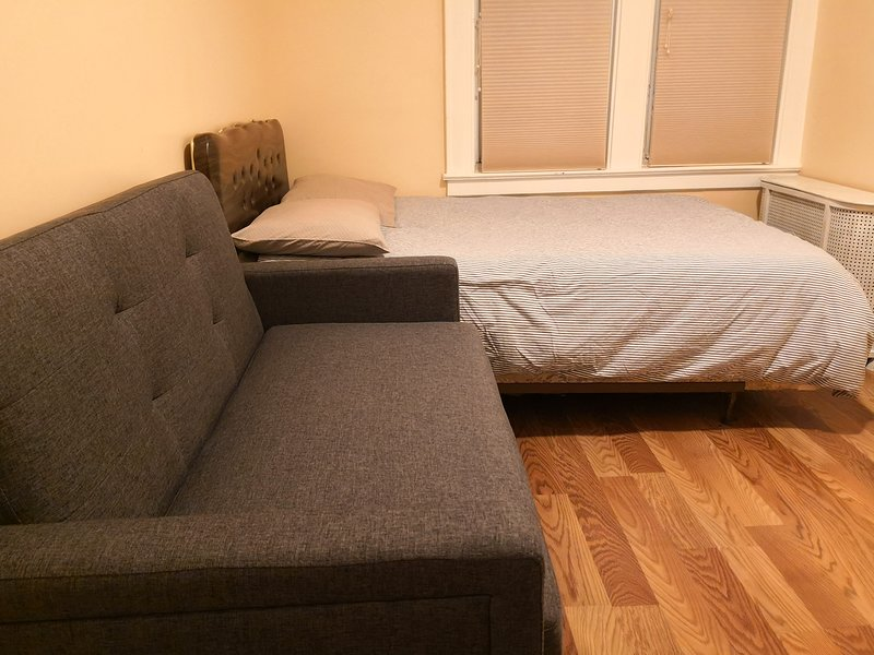 Cozy Spacious Two Beds (Queen & Sofa) WiFi Laundry near ...