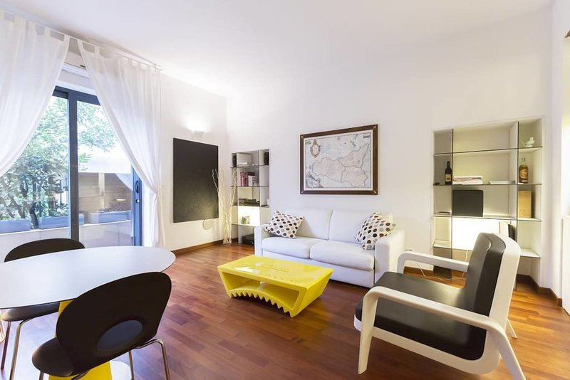 Great design apartment on NAVIGLIO GRANDE, holiday rental in Buccinasco