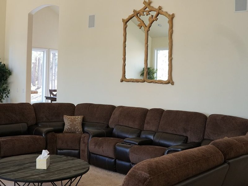 Luxury Mountain retreat Cabin Has DVD Player and Balcony