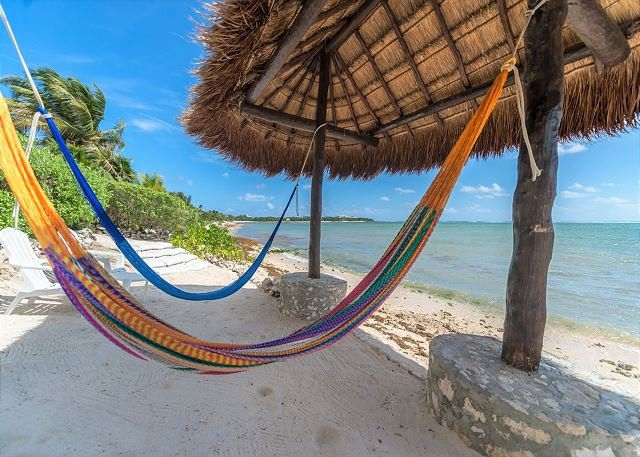 Eco-Chic Home right on the beach within a 5 min walk to Casa Cenote, holiday rental in Tankah Tres