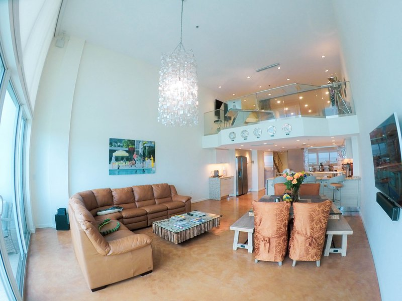 Luxurious Miami Beach Oceanfront suite, sleeps 6, alquiler de vacaciones en Miami Beach