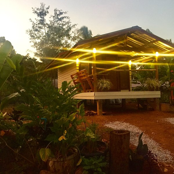 Ban Rim Nam (house by the lake), casa vacanza a Nakhon Phanom