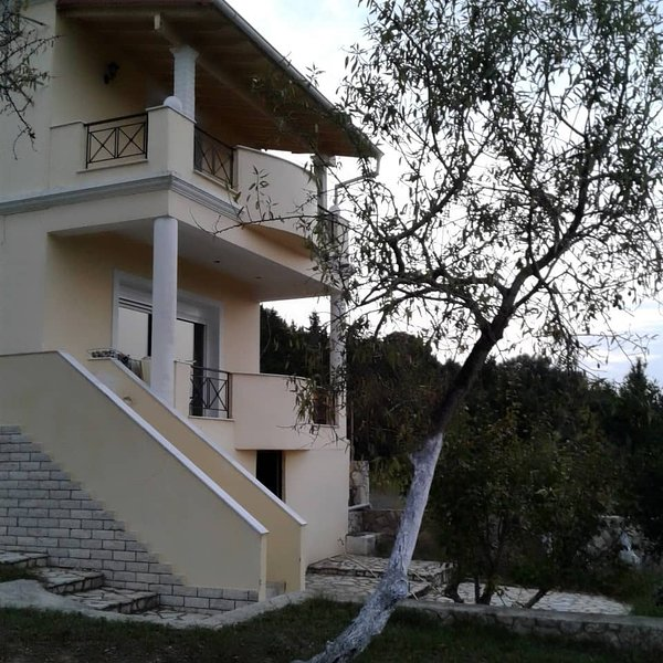 Beautiful house for beautiful family holidays, vacation rental in Lefkimi