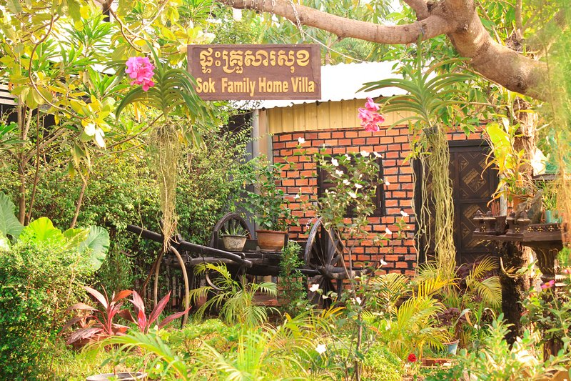 Welcome to Stay with Sok Family Home Villa, holiday rental in Svay Dangkum