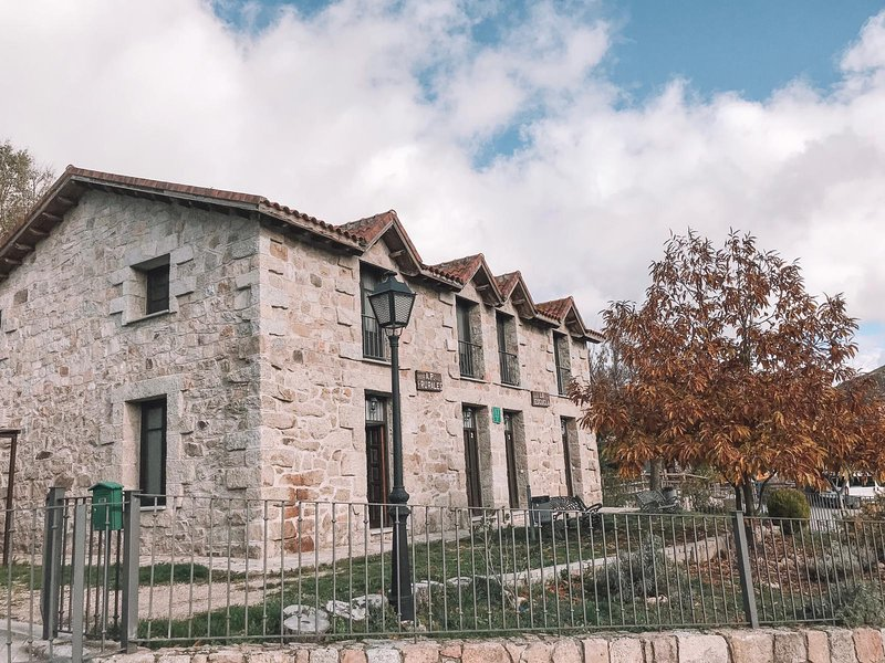 Casa Rural La Escuela 1, casa vacanza a Robledo de Chavela