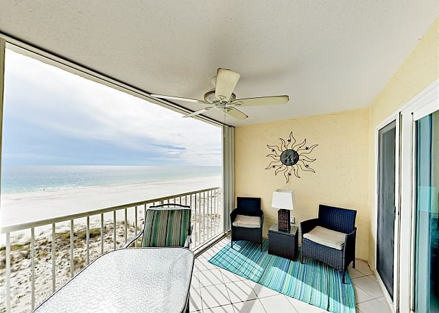 Gulf-Front Condo w/ Pool & Central Location, location de vacances à Gulf Shores