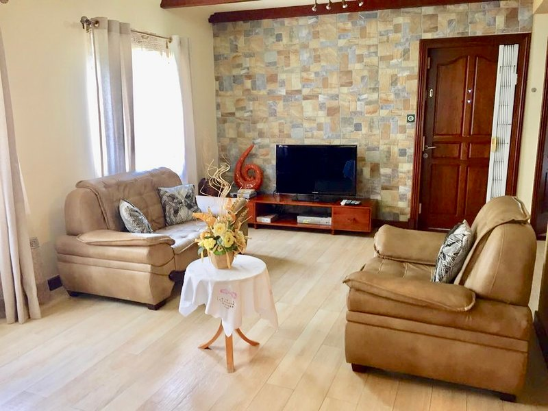 Amazing house with shared pool, vacation rental in Flic En Flac