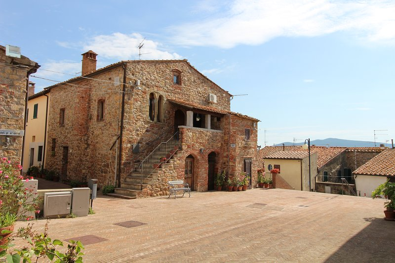 Amazing apartment in Montepescali, holiday rental in Montepescali
