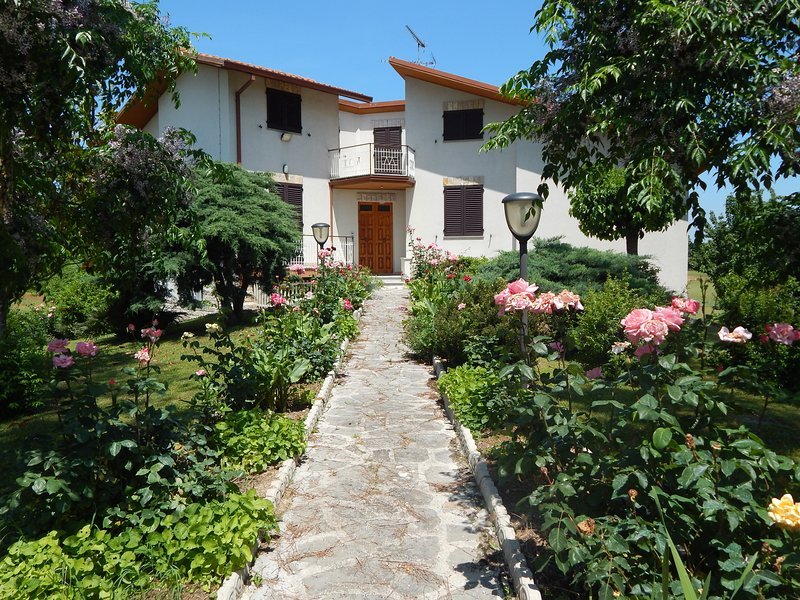 Madre Terra - Bed & Breakfast, holiday rental in Ostra Vetere