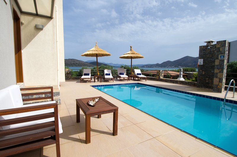 Beachfront,modern,relaxing,view, holiday rental in Agia Paraskevi