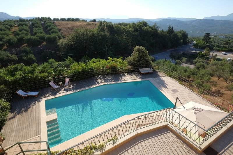 Relaxing,sea view,privacy,pool,family, holiday rental in Voukolies