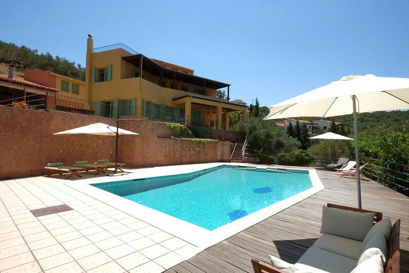 Sea View 4 Bedroom Villa, holiday rental in Kakopetros