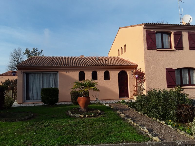 Beautiful apt with terrace & Wifi, holiday rental in Le Champ-Saint-Pere