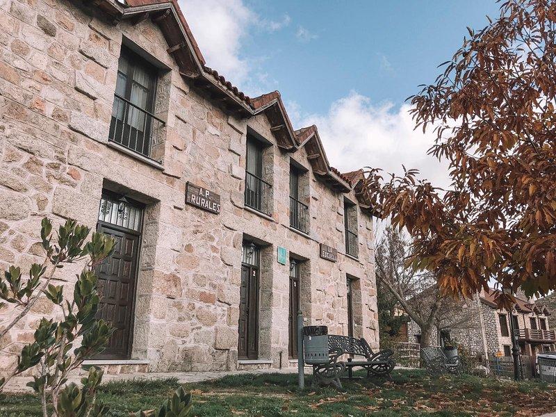 Casa Rural La Escuela 3, casa vacanza a Robledo de Chavela
