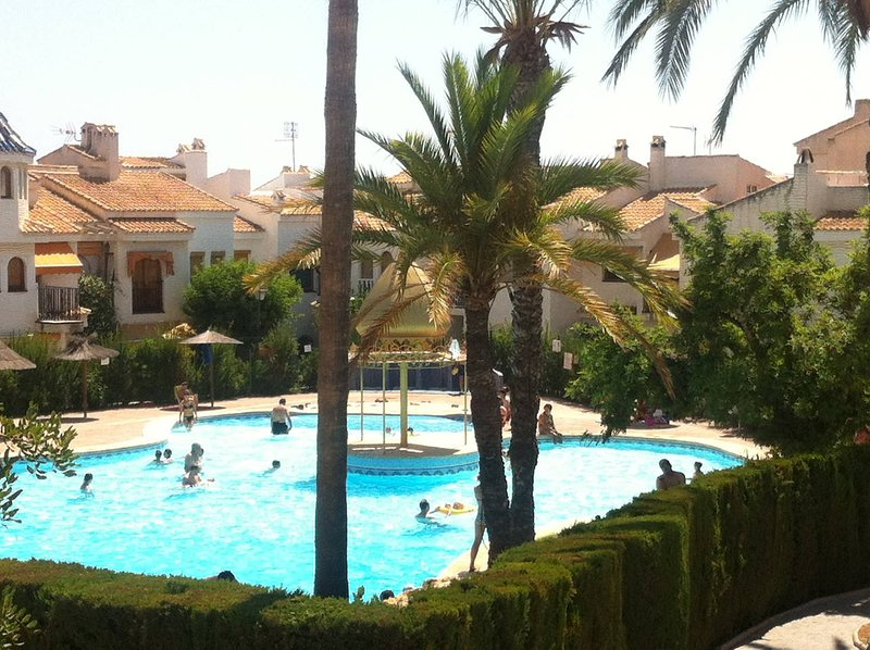 Nice house with shared pool & Wifi, holiday rental in Los Arenales del Sol
