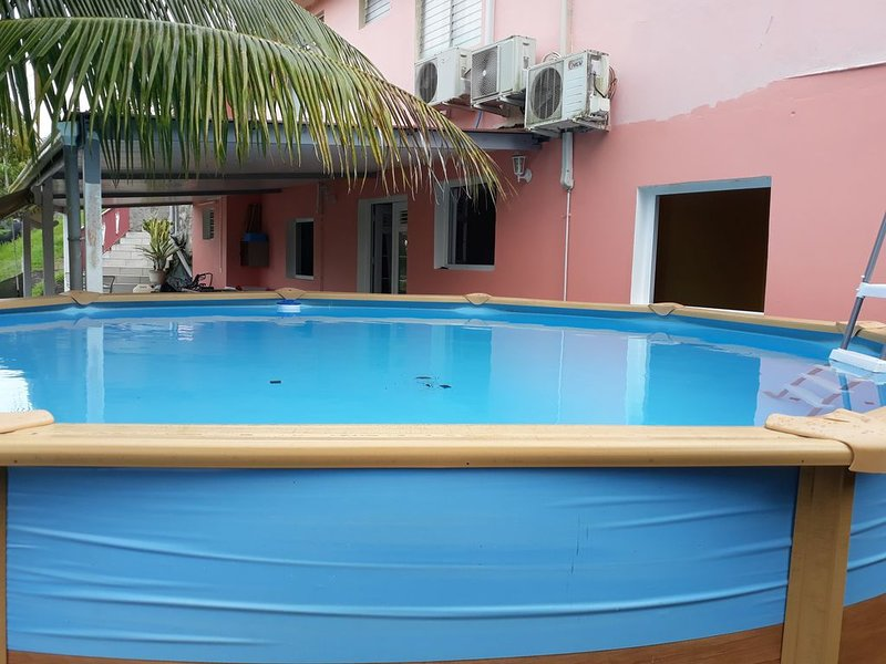 Apartment with swimming-pool, vacation rental in Riviere-Salee