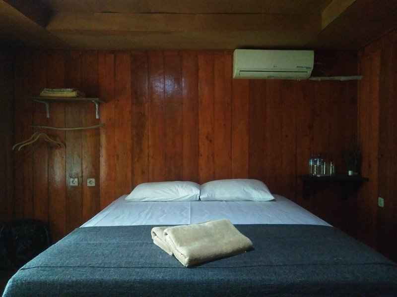 BlackHorse/1Bedroom/AC/10minutesbeach/GiliMeno, holiday rental in Gili Meno
