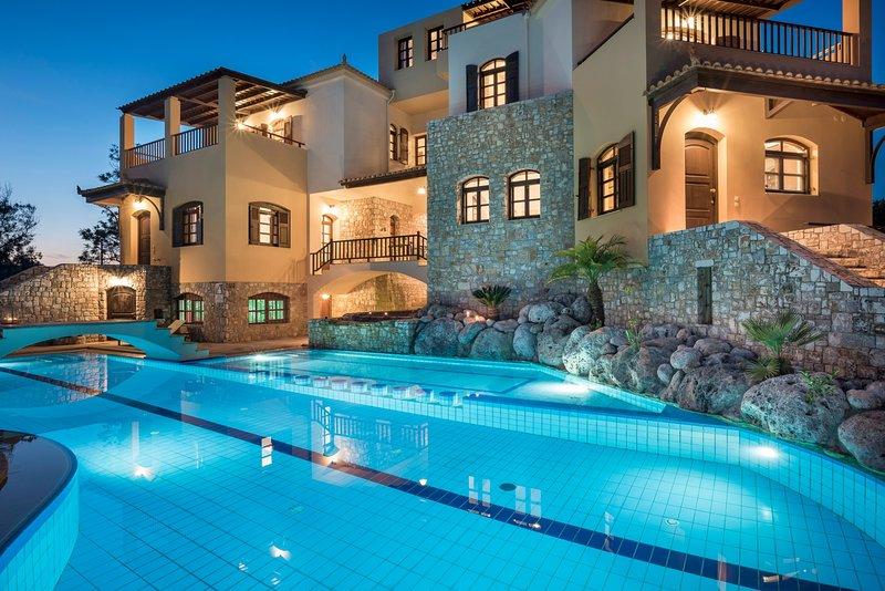 Comfortable,family,big group,pool,garden, holiday rental in Vlacheronitissa