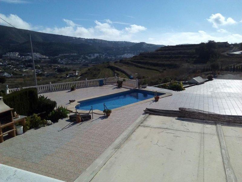Spacious villa with swimming-pool, location de vacances à Benitachell