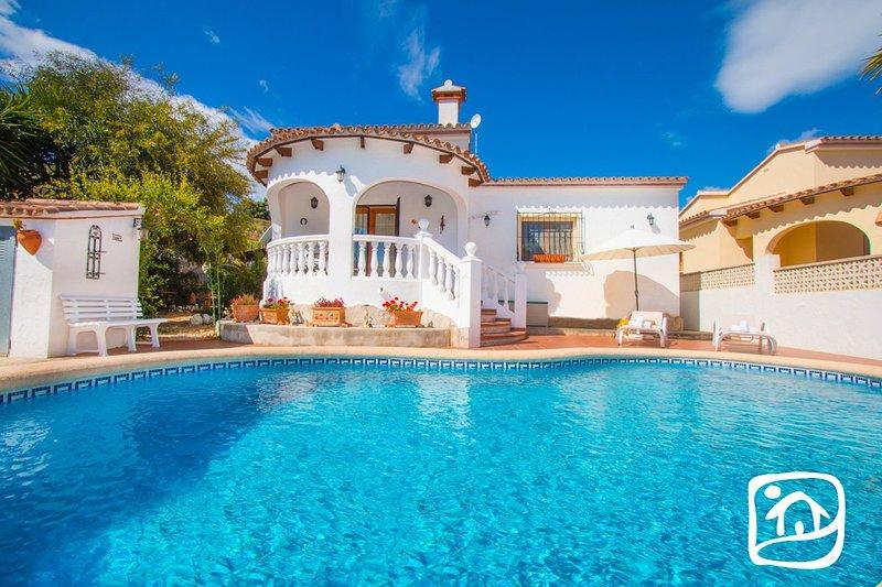 Benitachell Villa Sleeps 6 with Pool Air Con and Free WiFi - 5401436, aluguéis de temporada em Teulada