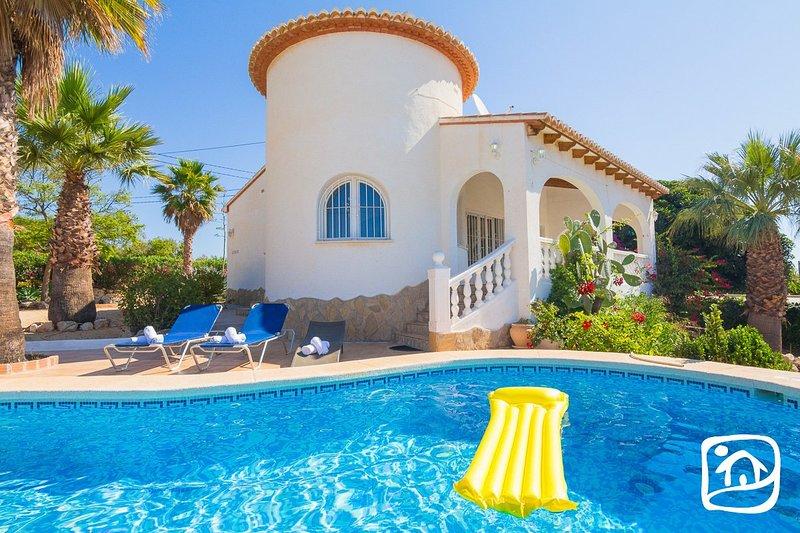 Ifac Villa Sleeps 6 with Pool Air Con and Free WiFi - 5401564, vacation rental in La Llobella