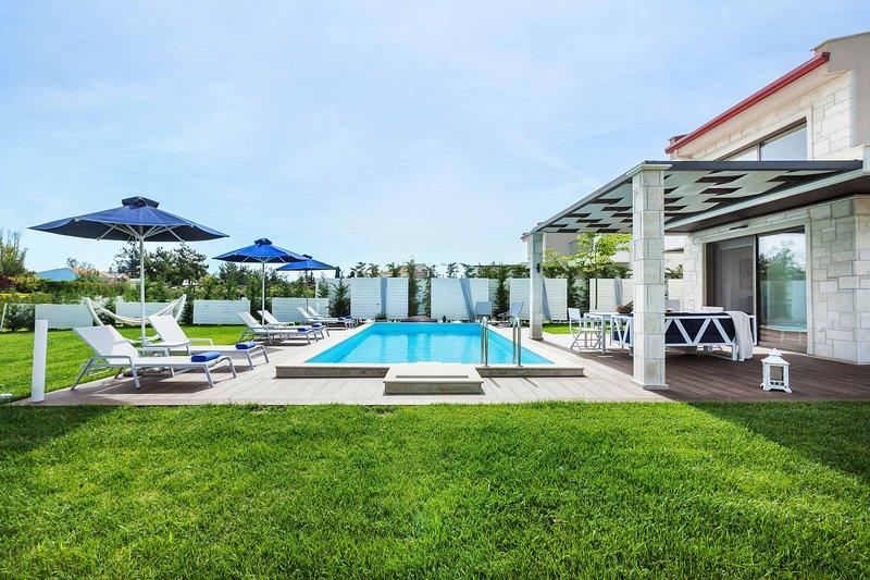 5 Bedroom Villa with Private Pool [W Villas], holiday rental in Pefkohori