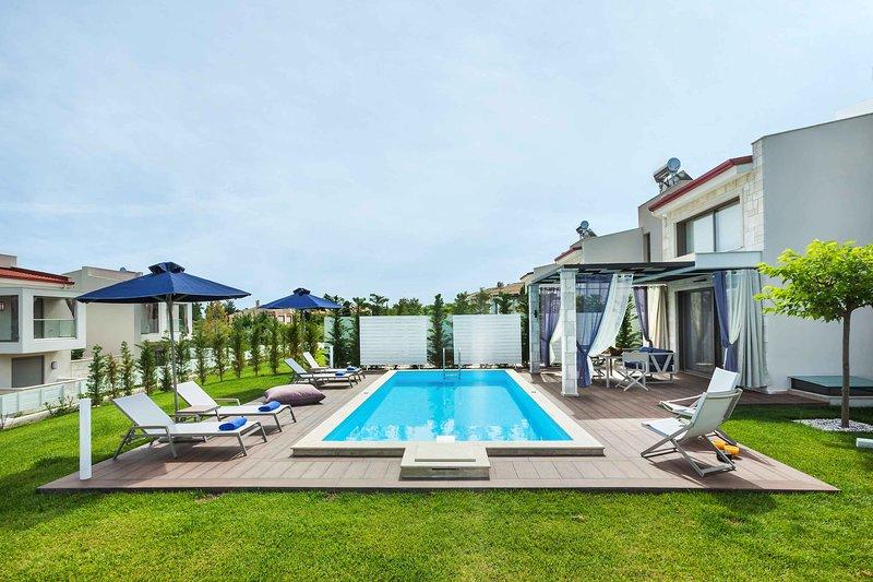 3 Bedroom Villa with private pool [W Villas], holiday rental in Pefkohori