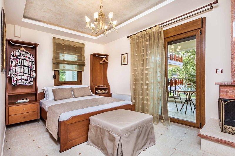 Beach Villa with 4 Bedrooms [W Villas Halkidiki], holiday rental in Kassandra