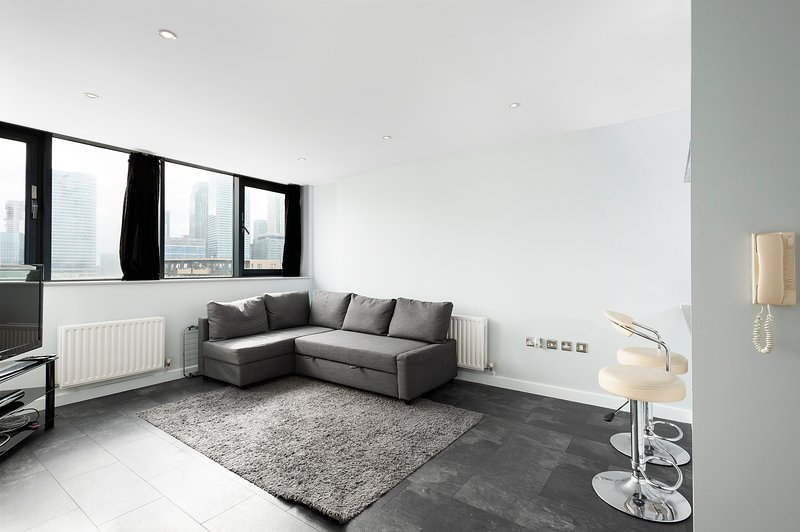 Modern 2 Bedroom Apartment in Historic East London Location, holiday rental in Stratford City