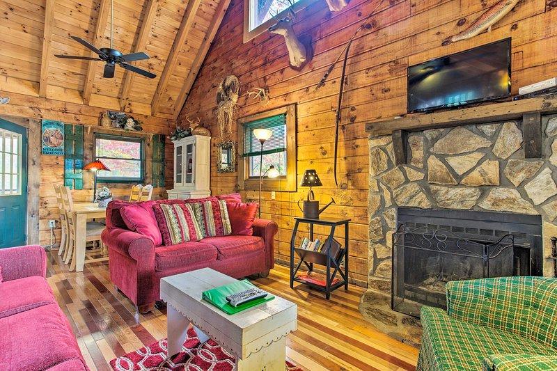 Jusqu'à 4 invités chanceux peuvent profiter de cet intérieur à la montagne.