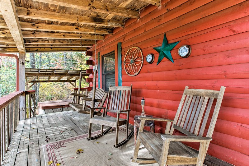 Bryson City Cabin w/ Deck - Near Smoky Mountains!, vacation rental in Whittier