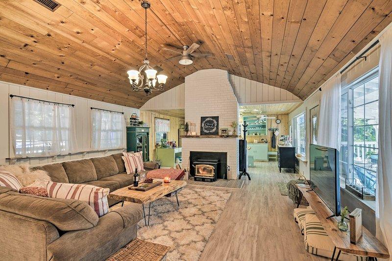 Gör det här semesterhuset ditt hem-hemifrån i Jordgubb!