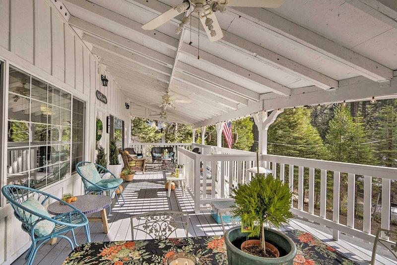 'Strawberry Hill Cabin' är perfekt för grupper om 6 gäster.