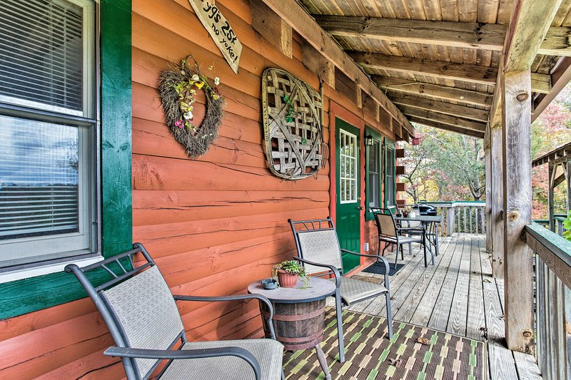 Escape to 'Uncle Bunky's,' a rustic 3-bedroom, 1-bath vacation rental cabin!